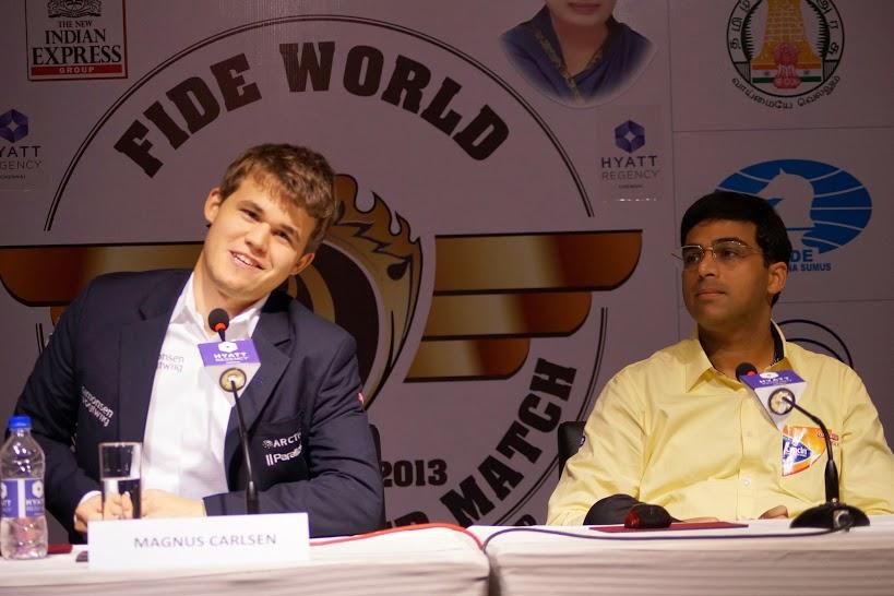Ajedrez - rueda de prensa después de la novena partida del mundial de ajedrez 2013