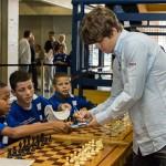 Carlsen firma fans chess masters bilbao 2012