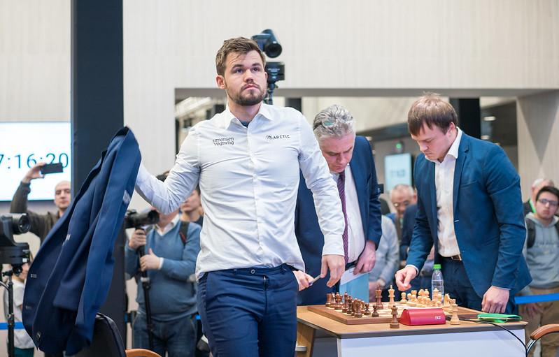 Campeonato del Mundo de Rápidas y Blitz (2): Carlsen coge ventaja