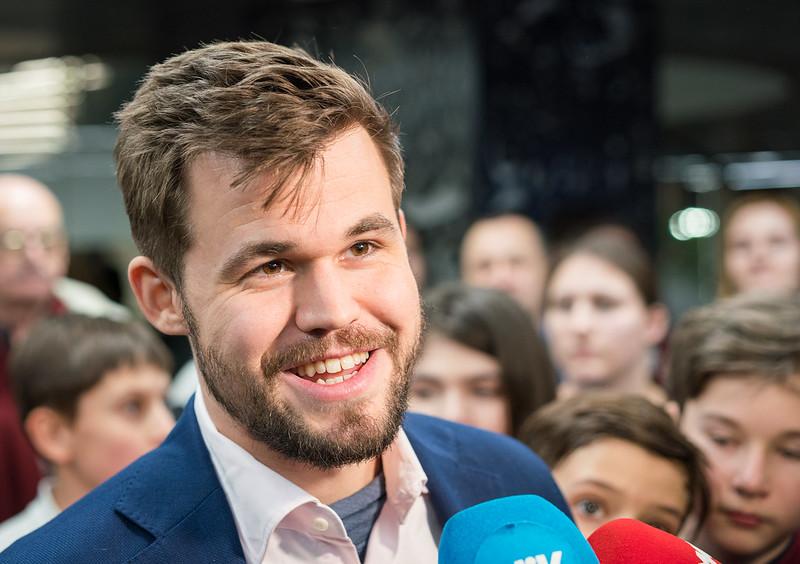 Carlsen y Humpy ganan en Rápidas | Firouzja consigue la plata