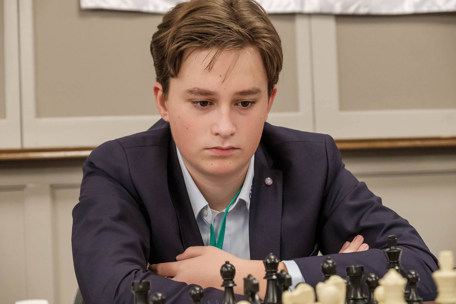 Eric Gonzalez da fuerza a Magnus Carlsen