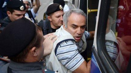 Gran Maestro de ajedrez Gari Kasprov detenido por las Pussy Riot