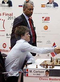 Magnus Carlsen gana a Vallejo y es favorito en el Chess masters Bilbao 2012