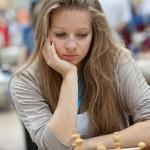 Jugando la octava ronda de la olimpiada de ajedrez 2012